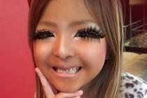超惊悚!日本6岁小女孩画浓妆变辣妹