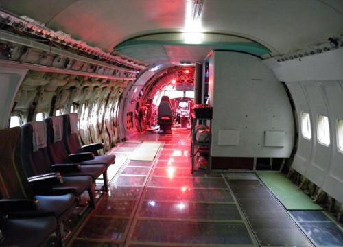 被改装后的飞机的内部构造